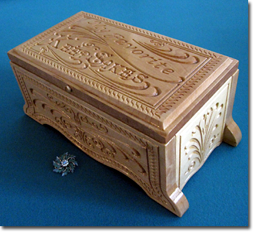 Beyond Carving :: My Favorite Keepsakes box